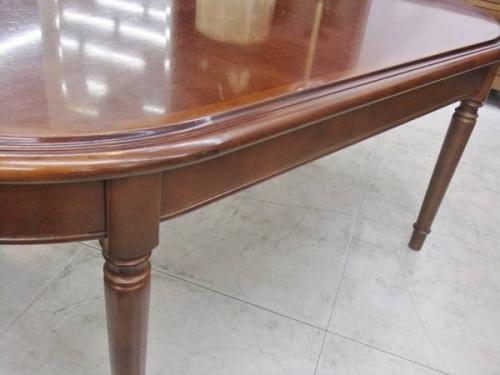 MARUNIのテーブル