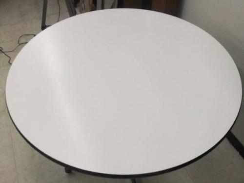 Herman Millerのテーブル