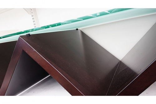 家具のガラステーブル