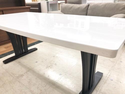 テーブルのダイニング7点セット