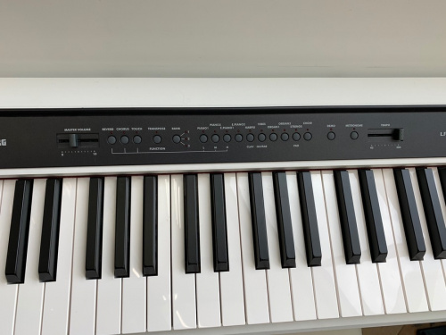 電子ピアノのコルグ