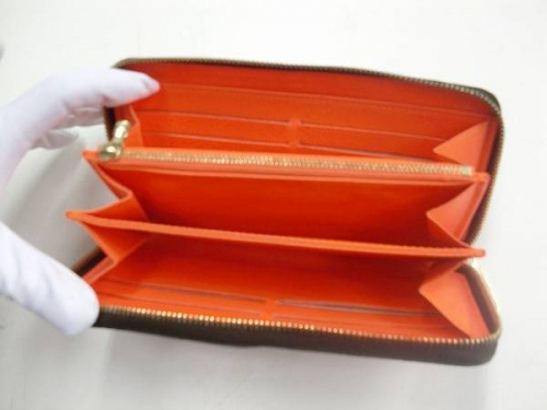 財布の浦和ヴィトン