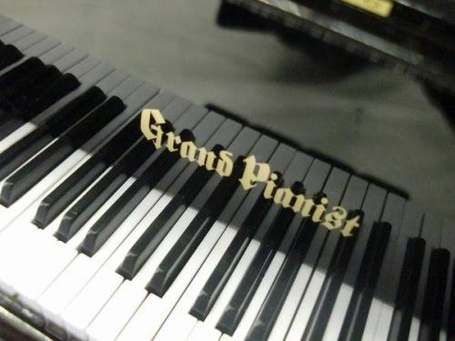 置物のグランドピアニスト