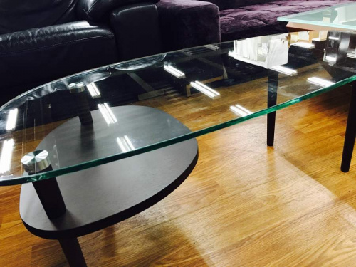 KEYUCAのガラステーブル
