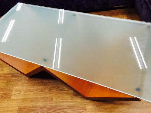 センターテーブルのガラステーブル