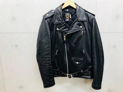 ジャケットのSchott