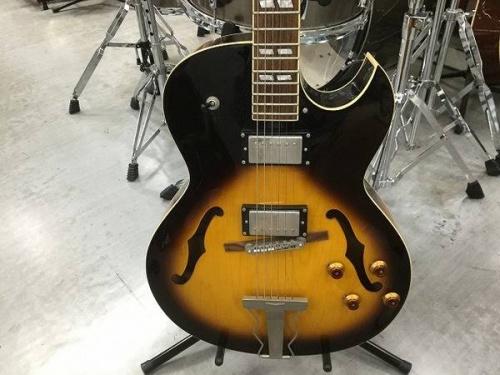 ギターのフルアコ