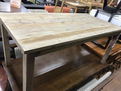 knotantiquesのテーブル