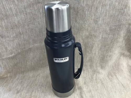 キャンプ用品の水筒