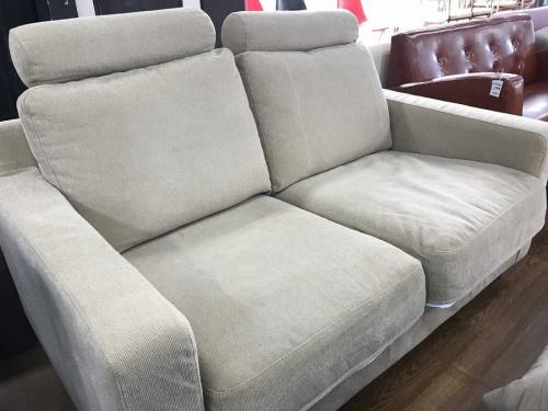 家具の二人掛けソファ