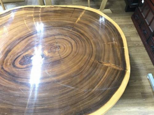 一枚板ローテーブルのブラウン