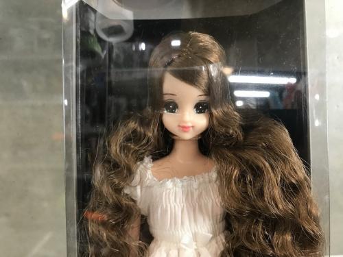 人形のジェニー セクセリーナ