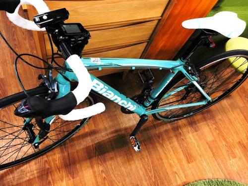スポーツ用品のロードバイク