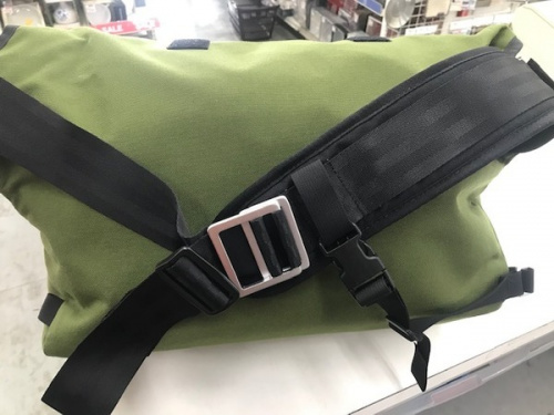 MISSION WORKSHOPのメッセンジャーバッグ