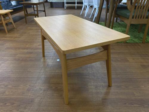 テーブルのマルニ