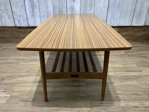 カリモク60のテーブル