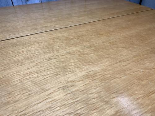 ダイニングセットのソファ
