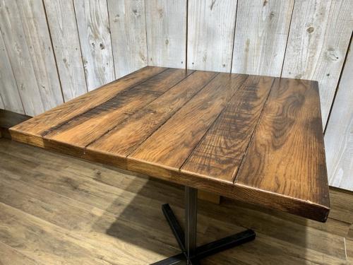 テーブルのACME Furniture