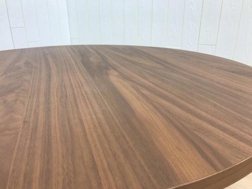 アルフレックスのダイニングテーブル