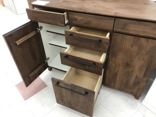 中古家具の食器棚