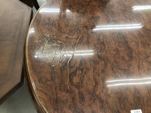 ヴィンテージのテーブル