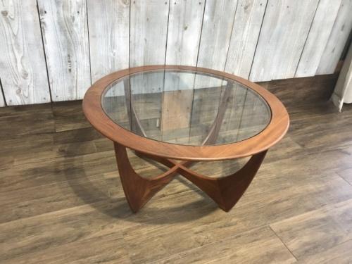 中古家具のテーブル