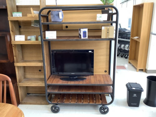 ACME FurnitureのKnot antiques