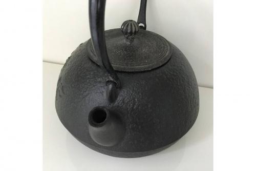和食器の南部鉄瓶