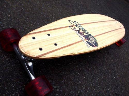 ロングスケートボードのスケートボード