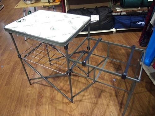 キャンプ用品のキャンプテーブル