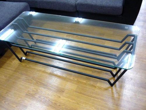 ガラステーブルのウニコ(UNICO)