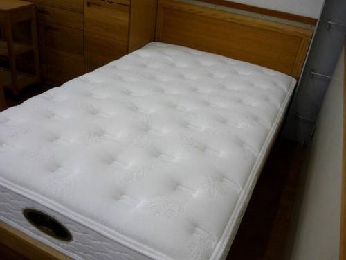 セミダブルベッドのシモンズ
