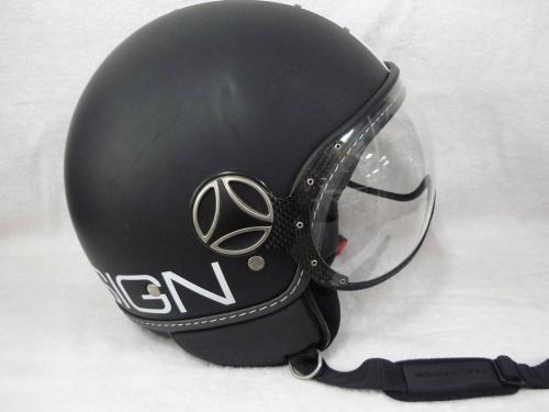 モモデザインのヘルメット