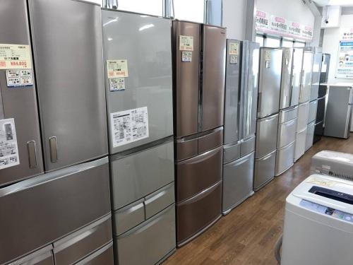 電化製品の6ドア冷蔵庫