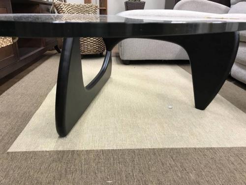 イサムノグチのノグチテーブル
