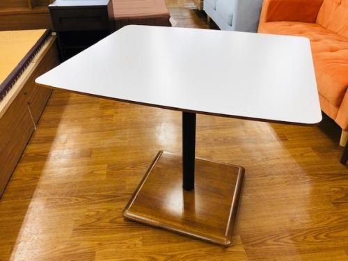 家具 カフェテーブルのカリモク60 中古