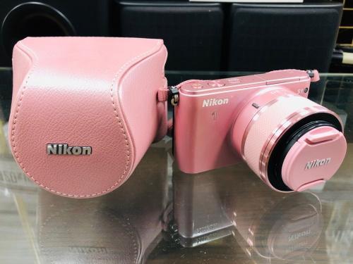 デジタル家電のカメラ ミラーレスカメラ 一眼レフカメラ