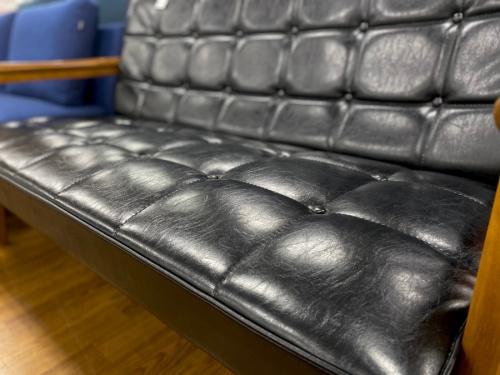 2人掛けソファーのkarimoku60(カリモク)