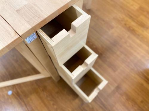 藤沢 家具のダイニングテーブル