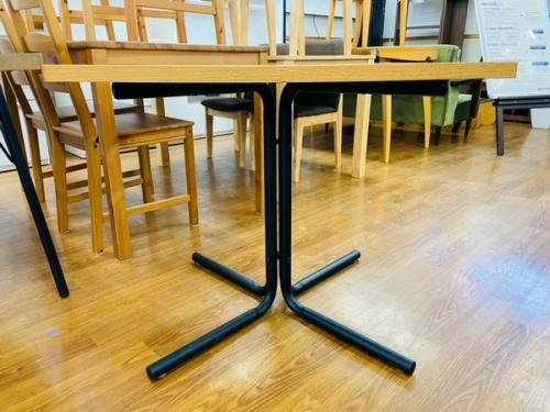 テーブルのカフェテーブル