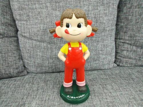 フィギュアのペコちゃん人形