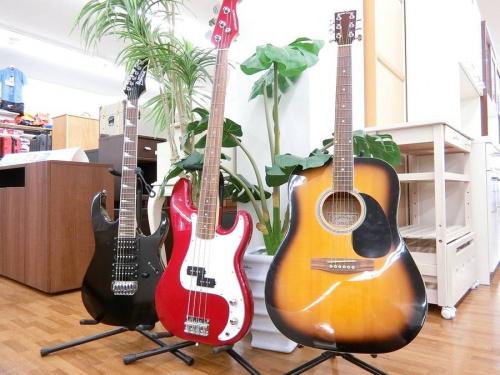 楽器のアコースティックギター