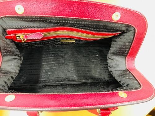 ブランドのハンドバッグ
