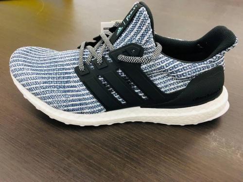 ランニングシューズのアディダス(adidas)