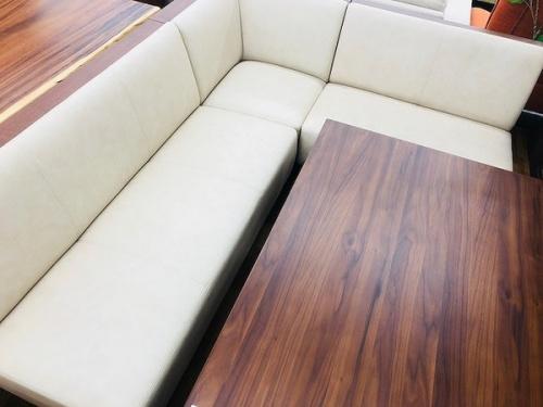 ソファーダイニングのダイニングテーブル
