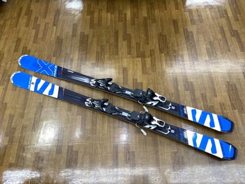 スポーツのスキー SALOMON