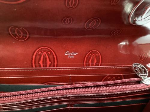 バッグの財布