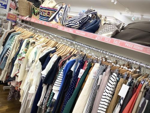 夏物衣類 セールの秋物衣類 買取