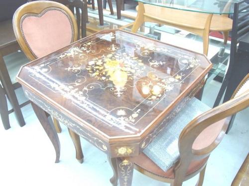 特選家具のゲームテーブル