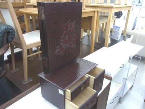 鎌倉彫のドレッサー